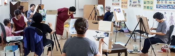 '마음을 그리다' 회원들이 작업하고 있는 모습.