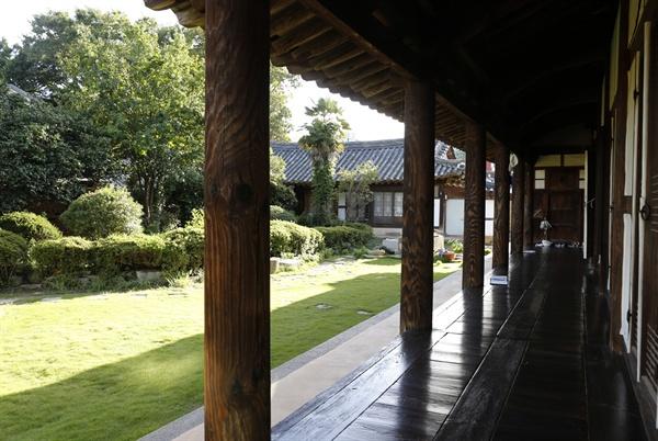 종가의 품격이 묻어나는 마루와 정원. 광주학생독립운동의 진원지가 된 나주 남파고택이다.