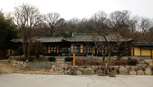 광복회가 처단한 대표 친일 부호 장승원의 구미 집이 일부 남아 있는 모습