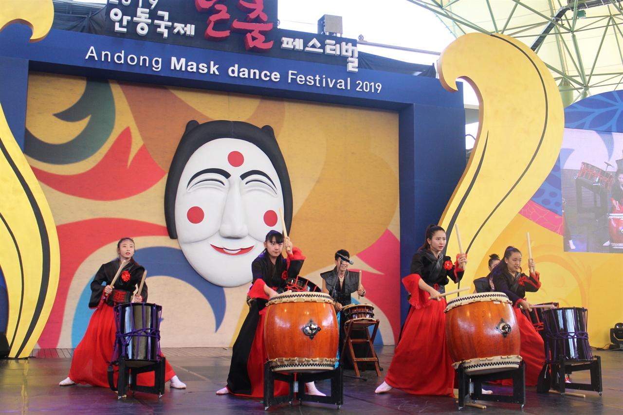 일본의 북춤 모습 일본 출연진들의 북춤 광경