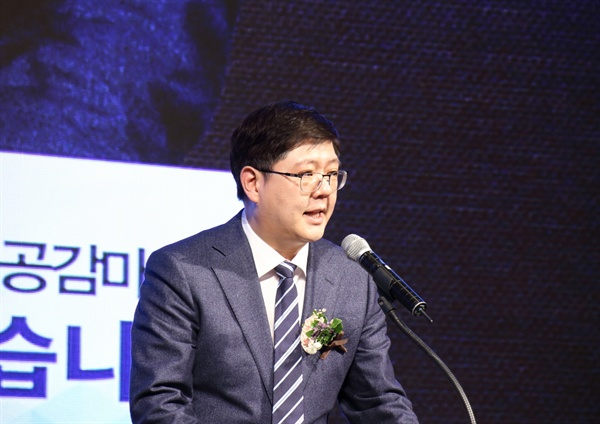 민화협 김홍걸 상임의장이 취임사를 말하고 있다.