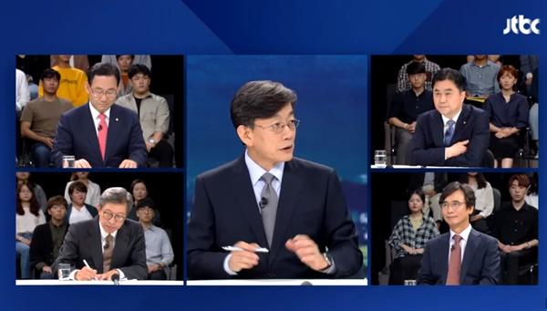 JTBC 뉴스룸 긴급토론 <조국 장관과 검찰 수사, 어떻게 봐야 하나>에 참가한 패널들. 왼쪽 상단은 주호영 자유한국당 위원, 왼쪽 하단은 박형준 동아대 교수, 오른쪽 상단은 김종민 더불어민주당 의원, 오른쪽 하단은 유시민 노무현재단 이사장