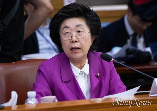 자유한국당 이은재 의원이 2일 오전 서울 서초구 대법원에서 열린 법사위원회 국정감사에서 발언을 하고 있다.