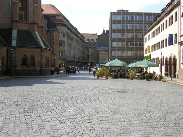 1989년 베를린 장벽 붕괴전 동독의 개혁을 요구하는 월요기도회가 열렸던 라이프치히 니콜라이 교회 앞 풍경.
