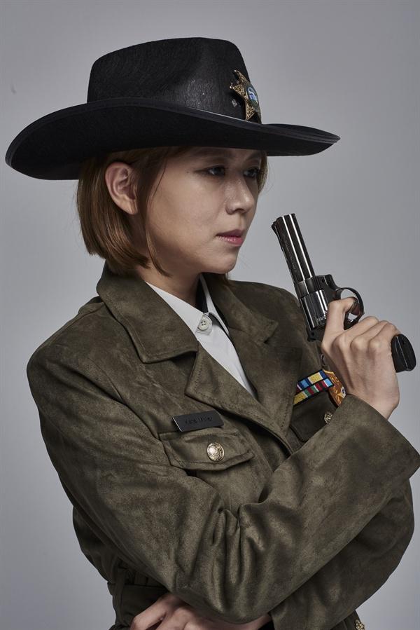 연극 <미저리>에서 보안관 버스터 역의 손정은 MBC 아나운서
