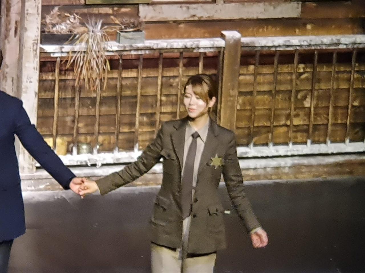 연극 <미저리> 공연 후 관객에게 인사하는 손정은 MBC 아나운서