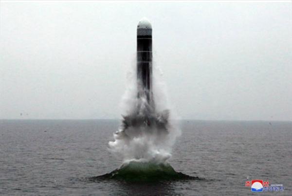 북한, 신형 잠수함발사탄도미사일 북극성-3형 시험발사 (서울=연합뉴스) 북한이 지난 2일 신형 잠수함발사탄도미사일(SLBM) '북극성-3형'을 성공적으로 시험발사했다고 조선중앙통신이 3일 보도했다. 사진은 중앙통신 홈페이지에 공개된 북극성-3형 발사 모습. 2019.10.3 [국내에서만 사용가능. 재배포 금지. For Use Only in the Republic of Korea. No Redistribution]