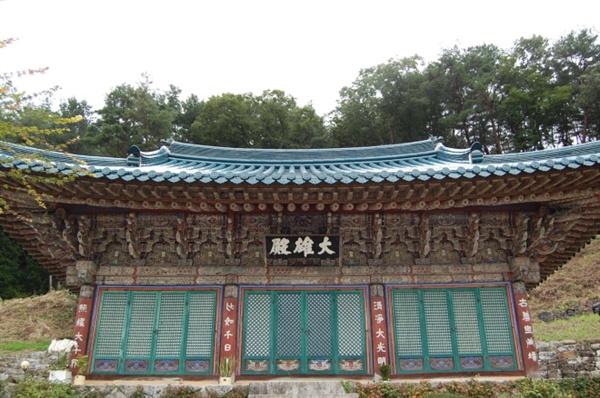 김천 청암사 대웅전 1985년 경북 문화재자료 제120호로 지정됐다.
