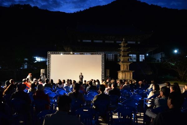 감독과의 대화 9월20일 전 부산국제영화제 프로그래머 홍효숙의 진행으로 열린 감독과의 대화가 진행됐다.