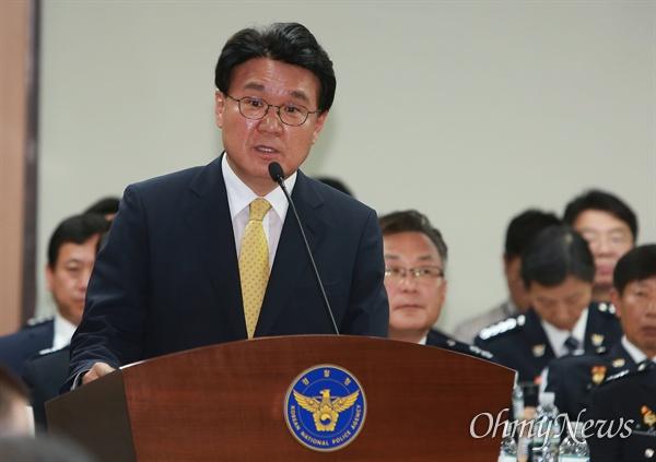 황운하 대전경찰청장이 4일 오후 서울 서대문구 경찰청에서 열린 국회 행안위 국정감사에 증인으로 출석해 발언하고 있다.