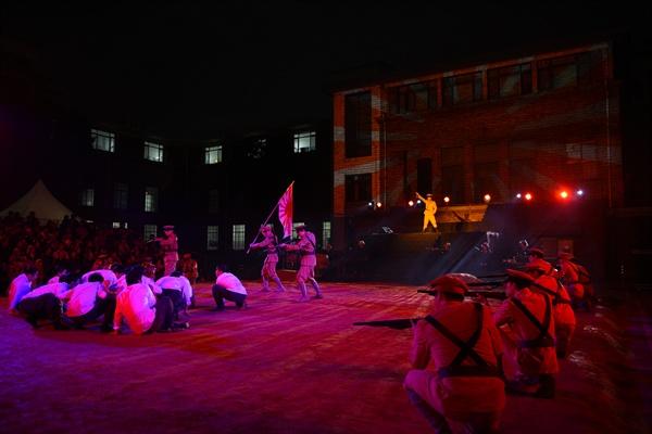 관객들은 조선 민중들이 일제에 의해 탄압받고 학살당하는 장면이 나올 때면 탄식을 자아냈다.
