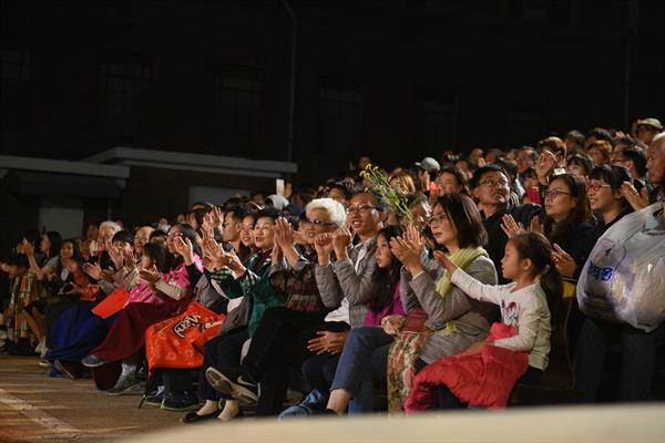 4일과 5일 이틀간 진행된 공연에 750석 객석이 모두 찼다. 관람객들은 배우들과 함께 호흡을 맞추며 공연을 관람했다.