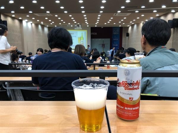체코 맥주 부데요비츠키 부드바르'를 마시며 고상균 목사의 아침 강연을 들었다