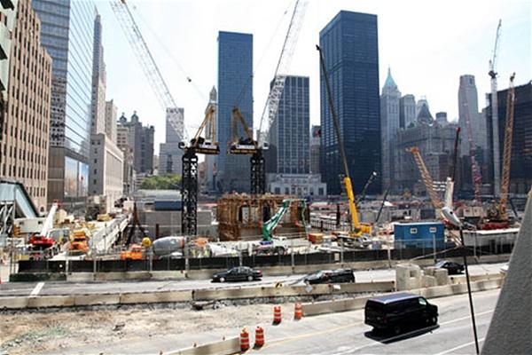 2008년 9.11테러 현장을 방문했을 때 쌍둥이 빌딩이 있었던 그라운드 제로에는 새로운 건물이 들어서고 있었다.