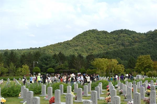 '제2회 이야기가 있는 현충원 평화둘레길 걷기' 행사가 6일 오후 2시부터 5시까지 대전현충원에서 진행되었다.