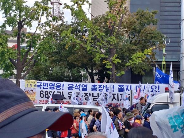 윤석열 검찰총장을 응원하는 플래카드.