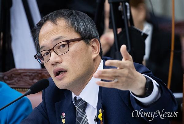 더불어민주당 박주민 의원이 7일 오후 서울 서초구 고등검찰에서 열린 검찰국정감사에서 발언을 하고 있다.