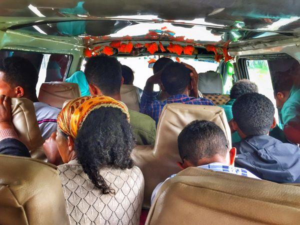 에티오피아 북서부, 좁디 좁은 미니버스 내부