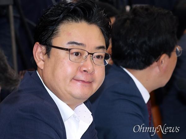 김성원 자유한국당 의원이 8일 국회에서 열린 정무위원회의 금융감독원 국정감사에 참석하고 있다.