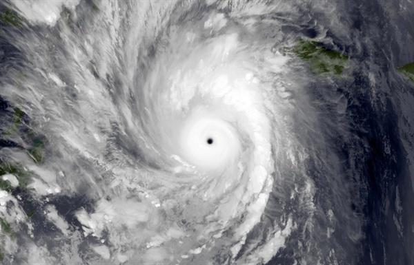 위성에서 촬영한 태풍.