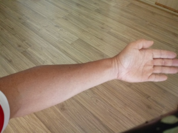 가운데 손가락 끝에서 손바닥 끝까지의 길이와 손바닥 끝에서 팔꿈치 부위까지 길이가 황금비율인 것으로 알려져 있다.