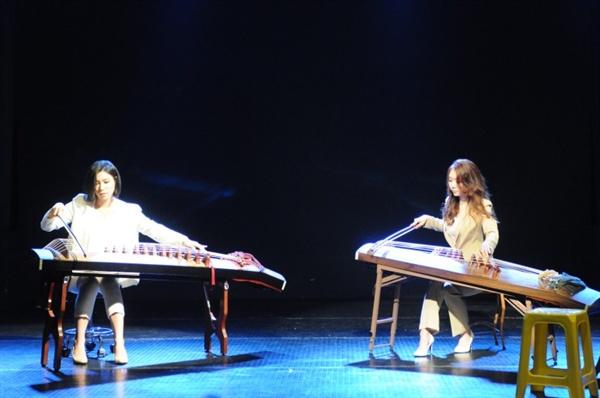아쟁 듀오 '다시'의 연주 모습
