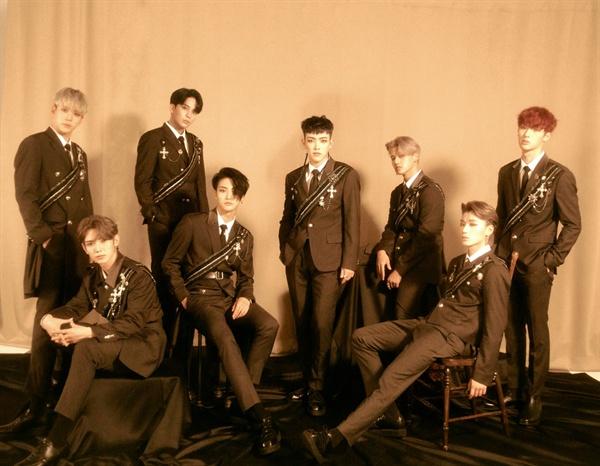 그룹 에이티즈가 첫 번째 정규앨범으로 컴백했다.
