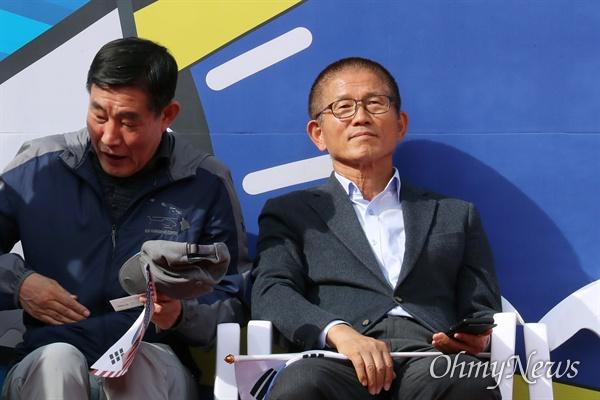 김문수 전 경기도지사가 9일 오후 서울 종로구 광화문 광장 일대에서 열린 '문재인 하야 범국민 2차 투쟁대회'에 참석하고 있다.