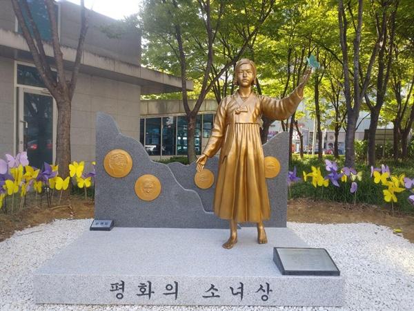 영등포구 '평화의 소녀상'  18번째로  영등포구 타임스 스퀘어 앞에 세워진 '평화의 소녀상'
