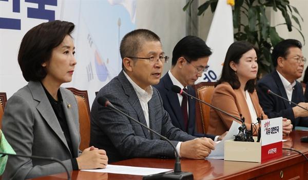 발언하는 황교안 대표 자유한국당 황교안 대표가 10일 오전 국회에서 열린 최고위원회의에서 발언하고 있다.