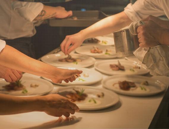 사회적 기업 오요리아시아가 운영하는 스패니시 레스토랑 떼레노. 오요리아시아는 시설 청소년이나 이주여성을 고용해 교육하고 훈련시킨다.