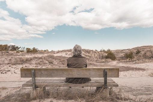 삶은 홀로 길을 걸어가는 것. 그래서 외로울 땐 누군가의 어깨에 기대도 좋은 것.