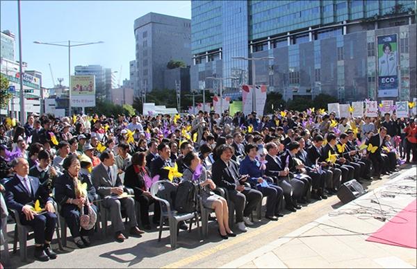 소녀상 제막식에 참석자들 영등포 평화의 소녀상 제막식에 참석한 사람들