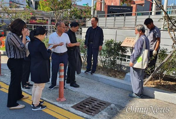 열린사회희망연대는 사회주의 독립운동가 김명시 여장군의 생가 터인 창원 마산오동동 문화광장 옆 화단에 '생가 터' 표지판을 세웠다.