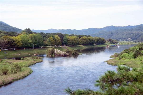 존 컨스터블의 풍경화를 연상시킨 금강의 물길과 주변 풍경.