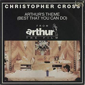 영화 <아서> OST 크리스토퍼 크로스의 '아서의 테마' 앨범 커버. <조커>의 배경이 되는 1981년 고담 시는 초창기 '배트맨' 시리즈에선 뉴욕으로 소개됐다. 1981년 빌보드 싱글 차트 3주 연속 1위를 기록한 크리스토퍼 크로스의 '아서의 테마' 곡은 <조커>의 주인공 아서 플렉과 묘하게 겹쳐 들린다.