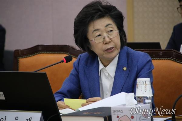 11일 오전 대구고법에서 열린 국회 법제사법위원회 국감에서 질문하고 있는 이은재 자유한국당 의원.