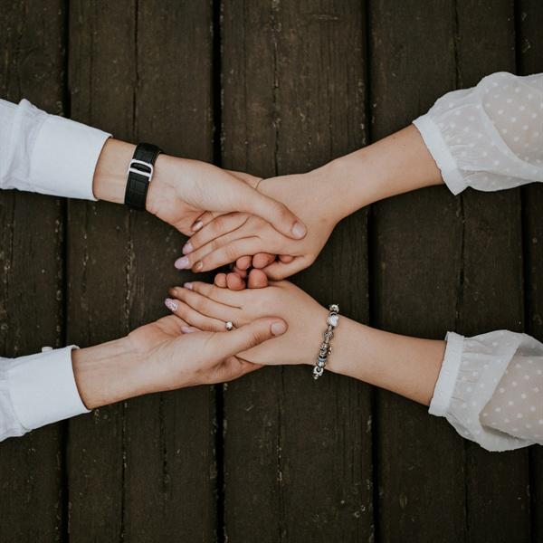 언니들은 지금도 자신에게 맡겨진 사명을 묵묵히 감당하면서 누군가의 손을 잡고 함께 가고 있다.