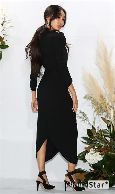 문가비, 하객포토월을 패션쇼장으로 12일 오후 서울 광장동의 한 호텔에서 열린 가수 강남과 전 스피드스케이팅선수 이상화의 결혼식에 참석한 모델 문가비가 포즈를 취하고 있다.