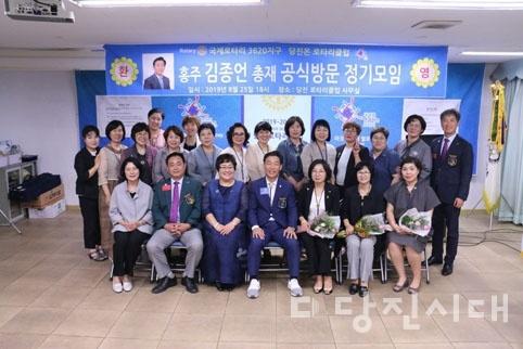 당진온로타리클럽 회원들의 모습
