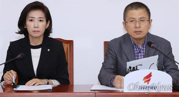자유한국당 황교안 대표가 14일 오전 국회에서 열린 최고위원회의에서 모두발언을 하고 있다. 왼쪽은 나경원 원내대표.