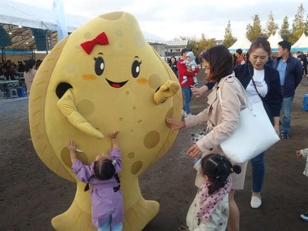 2019년 제주광어대축제 행사장 광어 마스코트.