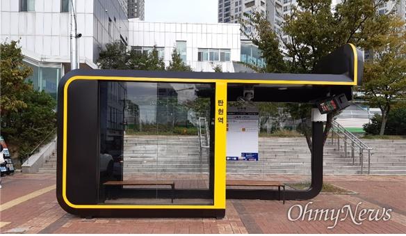 탄현역에 설치된 버스 승강장은 고양시 최초의 신규 표준디자인의 버스 승강장으로 3면을 막아 비바람과 매연을 막는데도 도움을 줄 것으로 보인다.