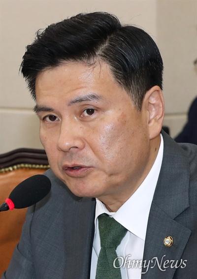 질의하는 지상욱 의원 바른미래당 지상욱 의원이 14일 국회 정무위원회 국정감사에 증인으로 출석한 최종 한국GM 부사장에게 질의하고 있다.