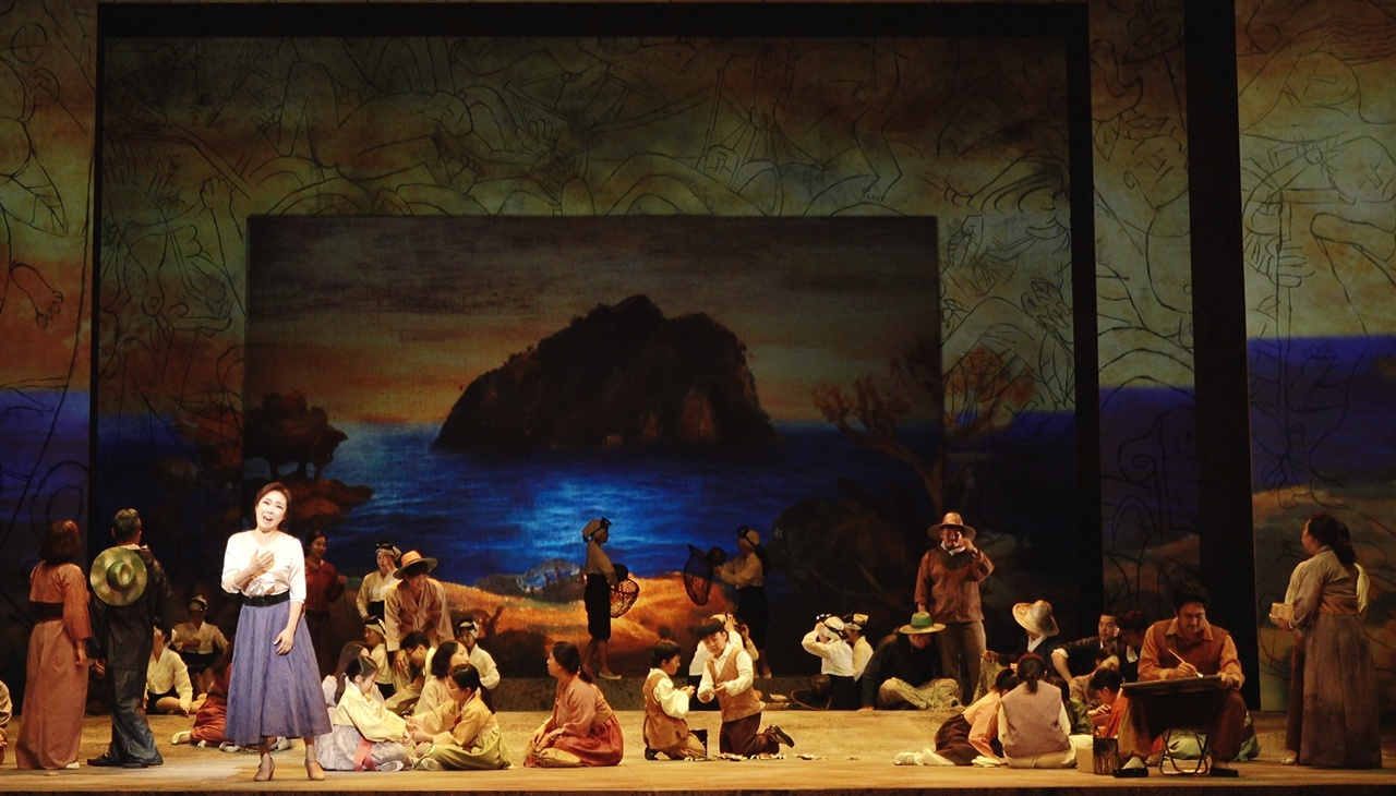 오페라 이중섭 1막 장면. 왼쪽 마사코 역의 소프라노 오은경