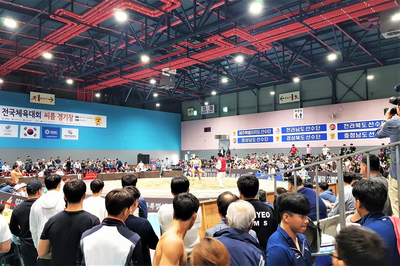 '씨름 붐은 온다' 제100회 전국체육대회 씨름 종목 경기가 열린 서울 SETEC. 인산인해를 이룬 모습이 눈에 띈다.