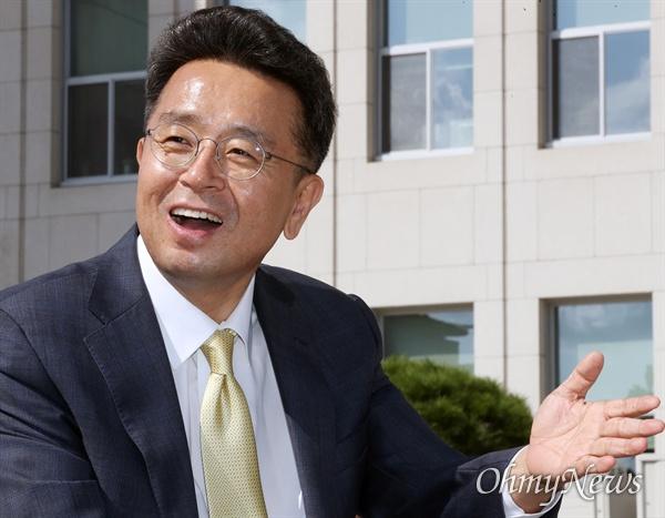 총선 불출마를 선언한 이철희 더불어민주당 의원이 15일 국회에서 오마이뉴스와 인터뷰하고 있다.