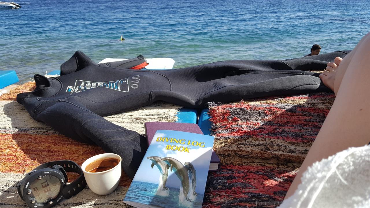 내가 좋아하는 것들(순토 다이브 컴퓨터, 터키식 커피, 로그북, 웨트슈트)
