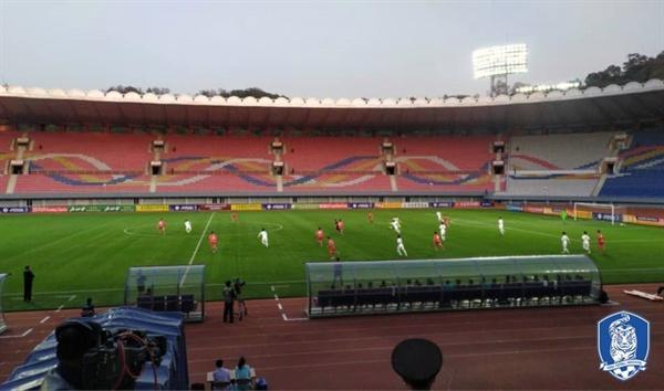 한국vs북한 한국이 북한 평양 김일성경기장에서 열린 북한과의 2022 카타르 월드컵 아시아 2차예선에서 0-0으로 비겼다.