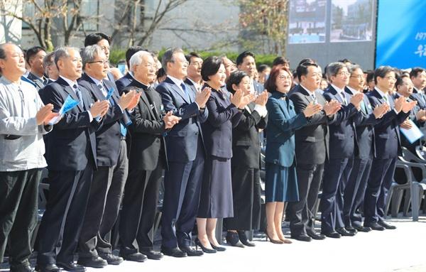 16일 경남대 운동장에서 열린 제40주년 부마민주항쟁 기념식.